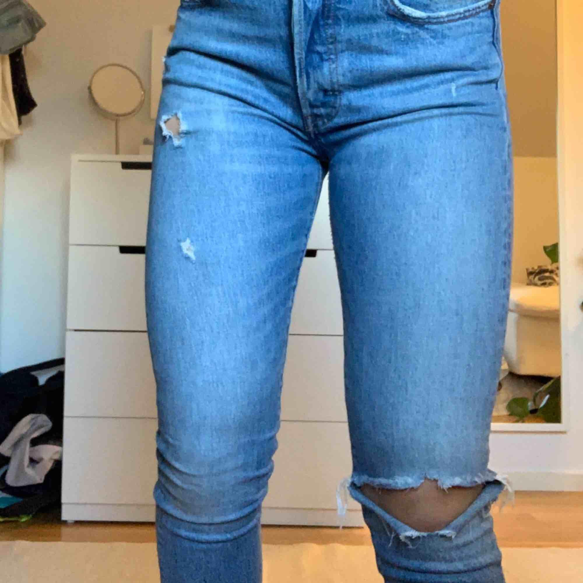 Superfina 501 från Levi's så fin färg och passar till allt! . Jeans & Byxor.