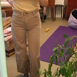 Snygga ace jeans från weekday. Använder inte längre så bättre om nån annan vill ha!