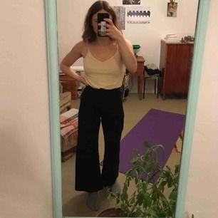 Snygga, högmidjade, raka/vida jeans från Zara
