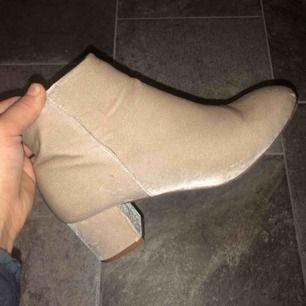 Supersnygga skor i nyskick, storlek 37