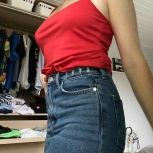 Perfekt kjol från H&M köpt förra sommaren, säljes eftersom att jag knappt använt den. Så snygg och passar till allt!!! Mötes i falun eller fraktar mot betalning🤩