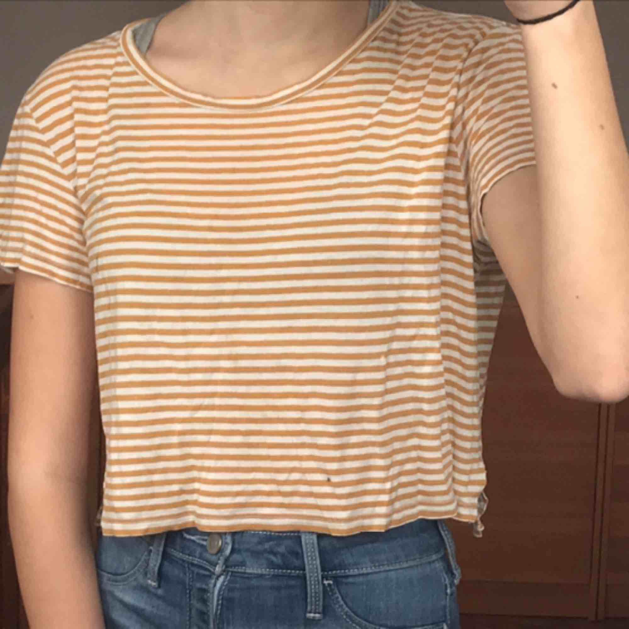 T-shirt från monki🙌. T-shirts.
