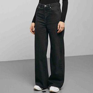 Jeans från Weekday, använda ett fåtal gånger så i superfint skick! Nypris 600kr