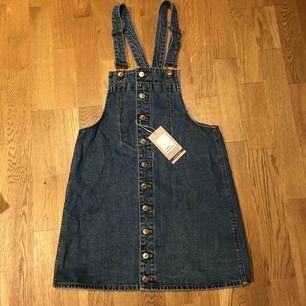 Jeansklänning från Zara. Helt ny med prislapp kvar. Köparen står för frakt