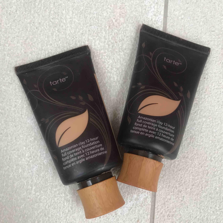 Foundation från tarte cosmetics som jag aldrig använder i färgen light sand och medium. Köp 1 för 250 eller båda för 350 kronor. . Övrigt.