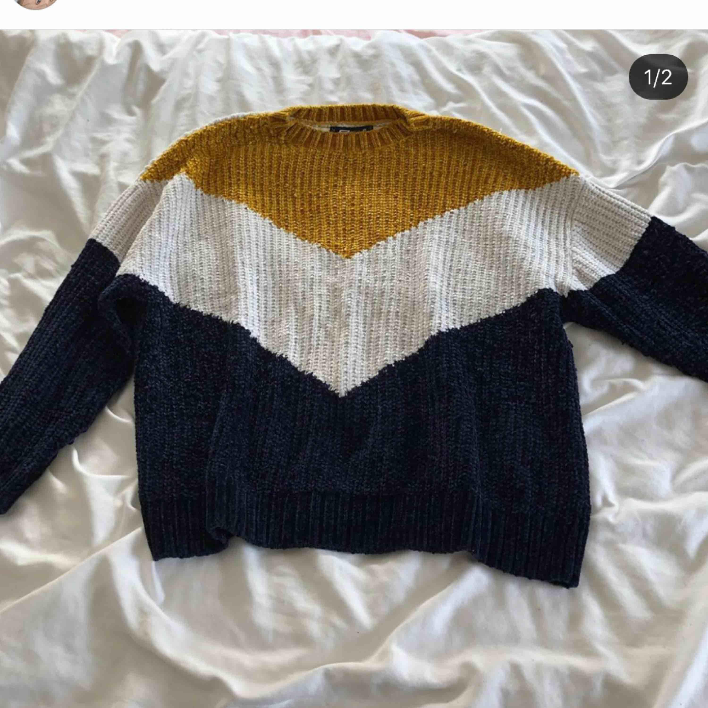 Tjock mysig tröja i tre olika färger. Supermysig nu till vintern! Kan mötas upp eller så står köparen för frakt. Tröjor & Koftor.