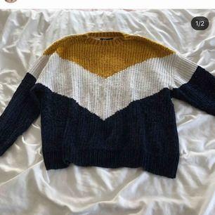 Tjock mysig tröja i tre olika färger. Supermysig nu till vintern! Kan mötas upp eller så står köparen för frakt