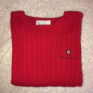 Säljer min Bondelid tröja som jag köpt på MQ. Inget som passar mig så har aldrig använt den bara testat den. Nypris 400 säljer den för 200