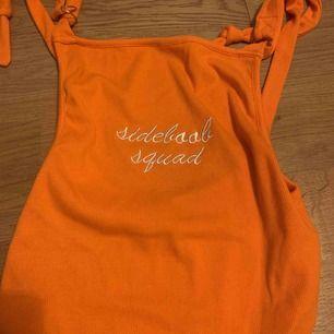 En orange hängsel body från shien. Aldrig använd. Frakt 10kr