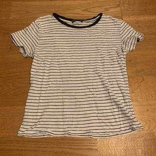 Randning t-shirt från brandy Melville. Den är sällan använd men den har en liten fläck på mitten ungefär av tröjan