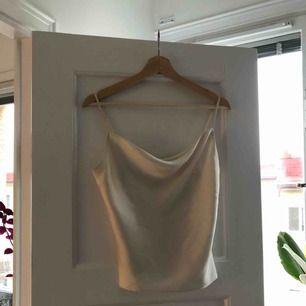 Oanvänt linne från H&M. Pris inkl frakt. Endast provat denna.