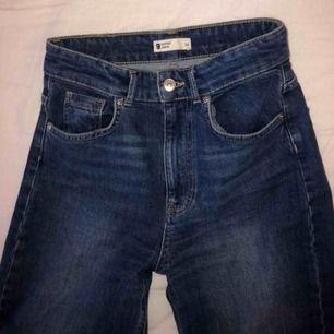 Jeans med vida ben. Nästan aldrig använda, jätte fint skick!