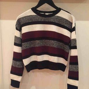 En stickad tröja från h&m. Har använt den men bra skick ändå! Skriv för mer bilder/info✨👍