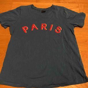 Blå T-shirt från ginatricot. Frakt 10kr