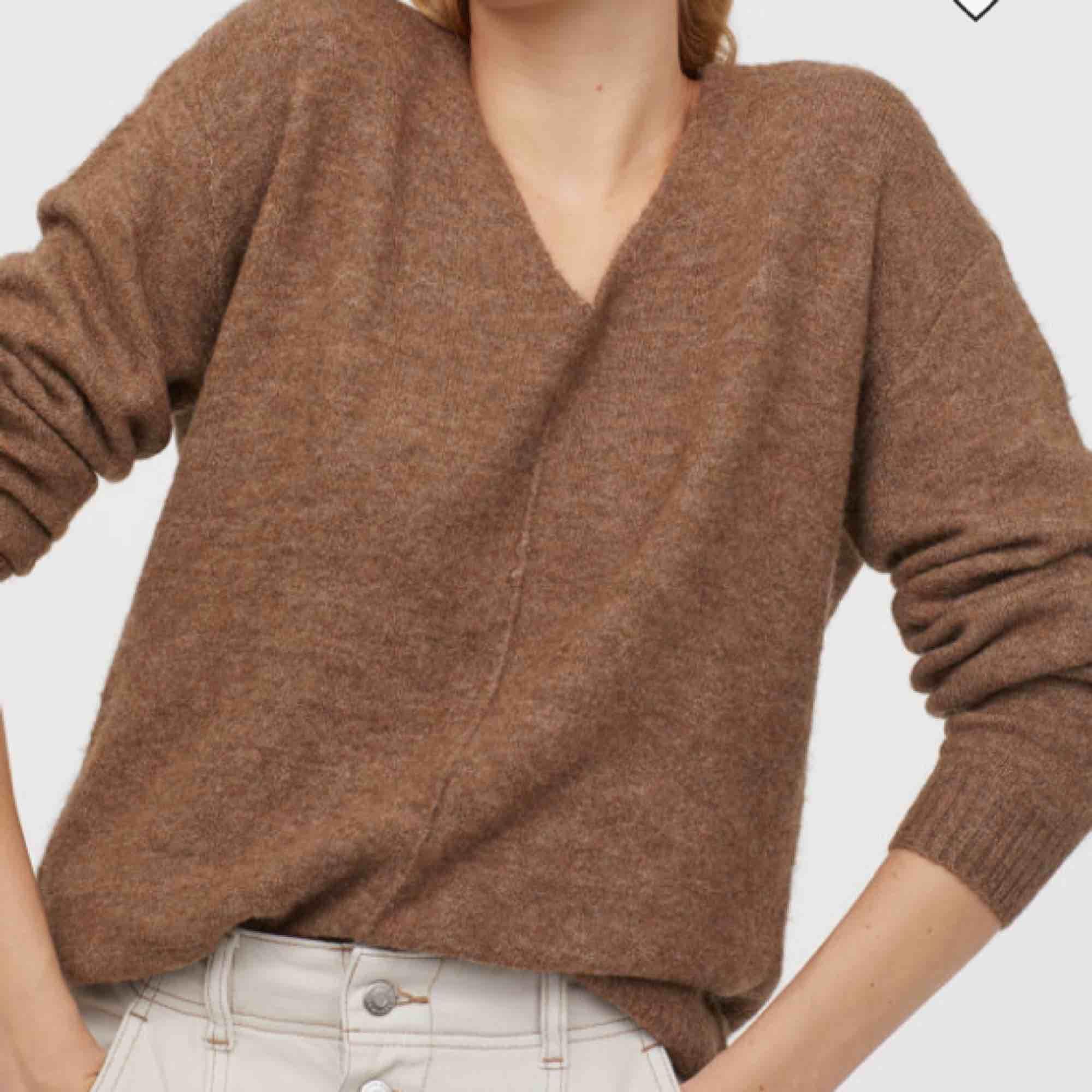 Två typ helt nya stickade tröjor från hm , (använda typ 1-2 ggr). En för 100 , båda för 150kr. Frakt 63kr. Stickat.