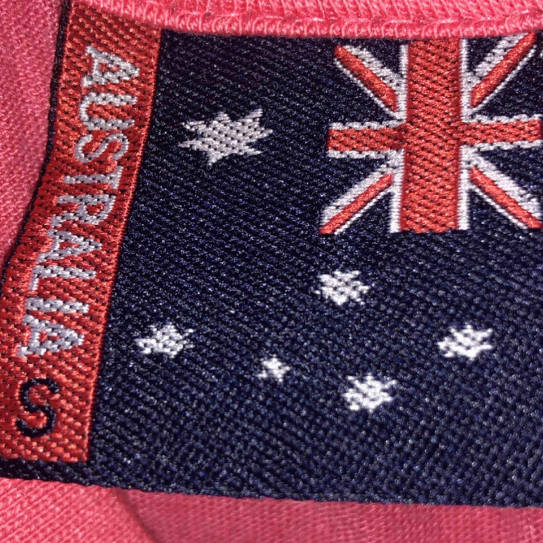 Storlek S men kan passa M. Cool T-shorts som är köpt i Australien.. T-shirts.