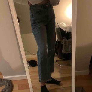 favvo jeans från zara, använd mycket. Köpta för 400kr💞