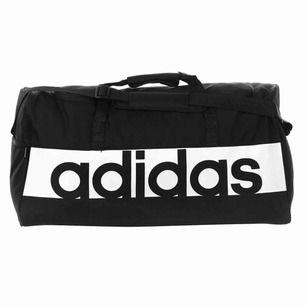 Jätte bra väska, använd men fortfarande fin och bra skick! Kan mötas upp i Göteborg, om den ska fraktas står du för frakten 😊