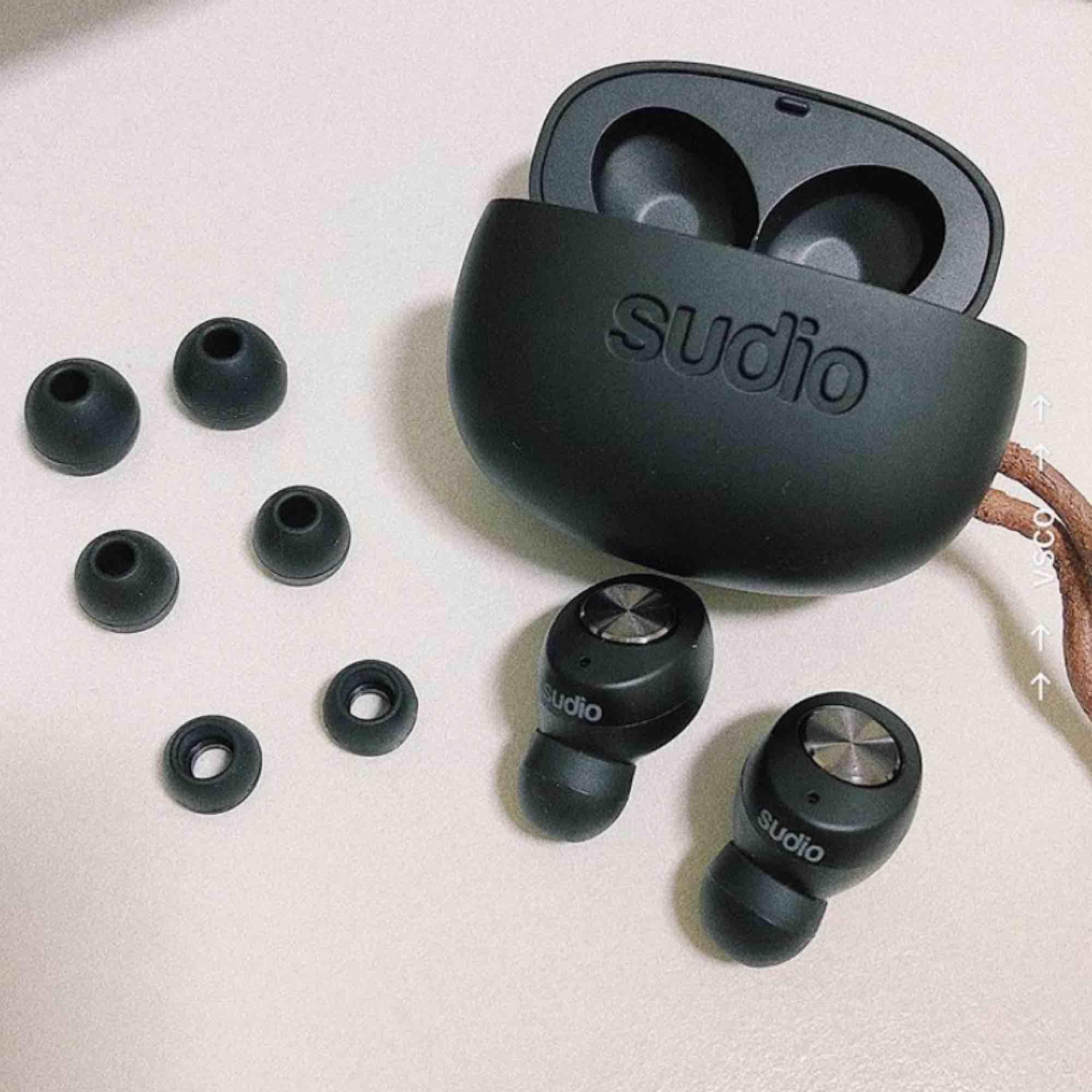 Helt nya Sudio tolv hörlurar som enbart är testade! Säljes för att jag väljer att behålla mina andra hörlurar. Köpta på rea därav det billiga priset 🥰 Alla original tillbehör är kvar! . Accessoarer.