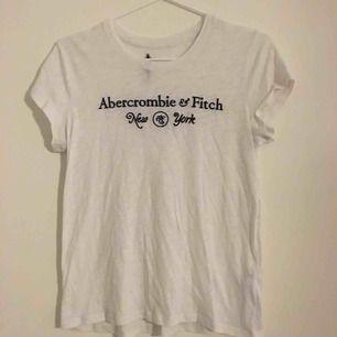 T-shirt från Abercrombie & Fitch, Relativt tunt material, använd fåtal gånger, köpare står för eventuell frakt