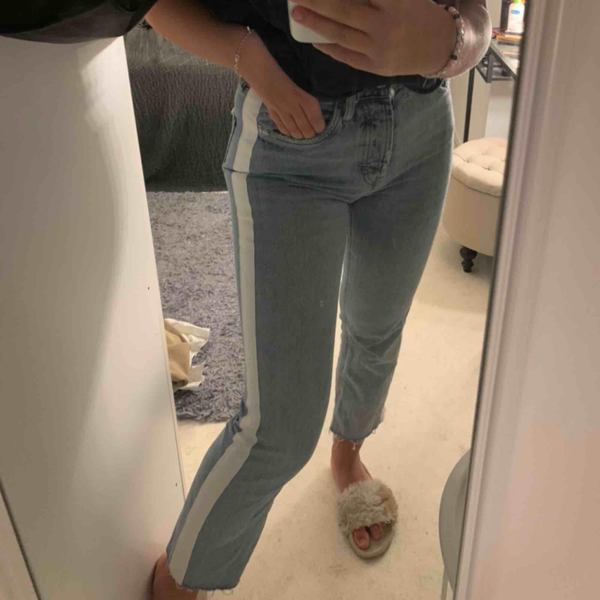 Ett par fina jeans från zara 150kr +frakt. Jeans & Byxor.