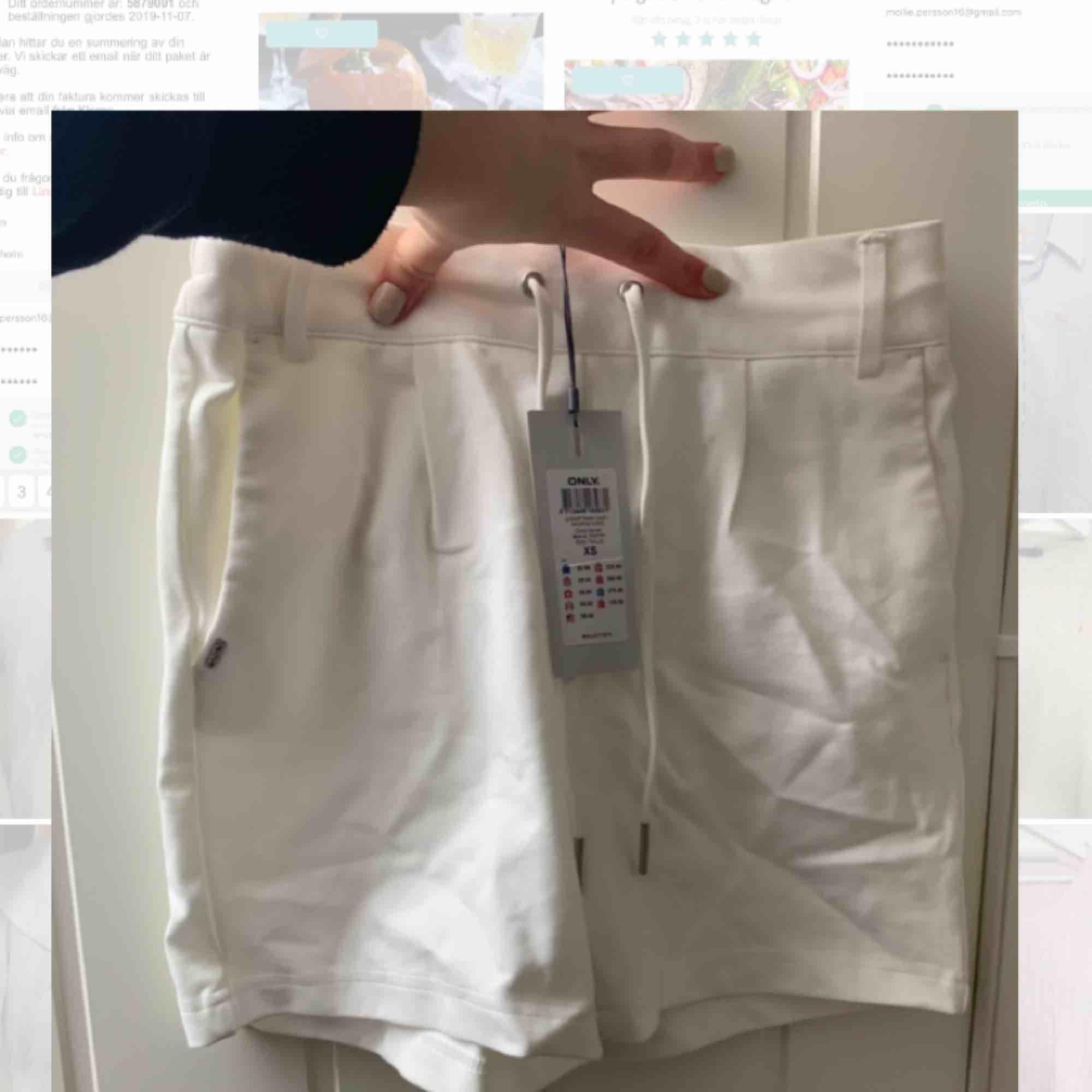 Vila shorts, aldrig använda. Prislappen sitter kvar. Skönt material . Shorts.