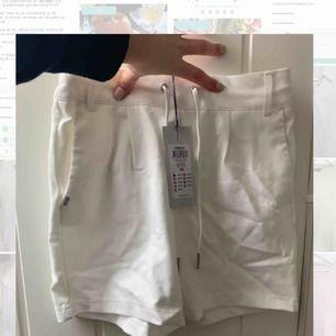 Vila shorts, aldrig använda. Prislappen sitter kvar. Skönt material