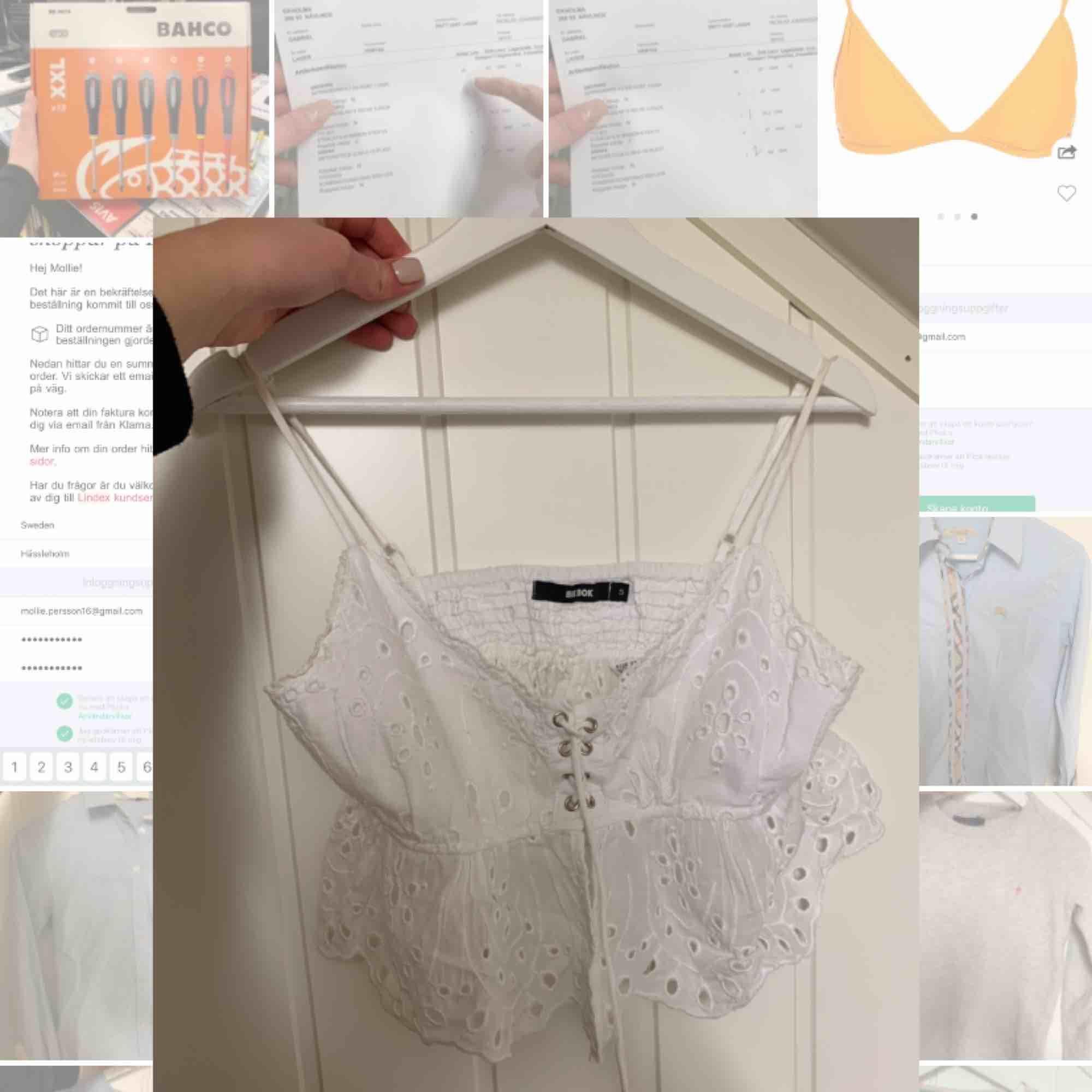 Superfin sommarblus som passa perfekt till högmidjade kjolar. Använd 1 gånger. Säljer pga för liten. . Blusar.