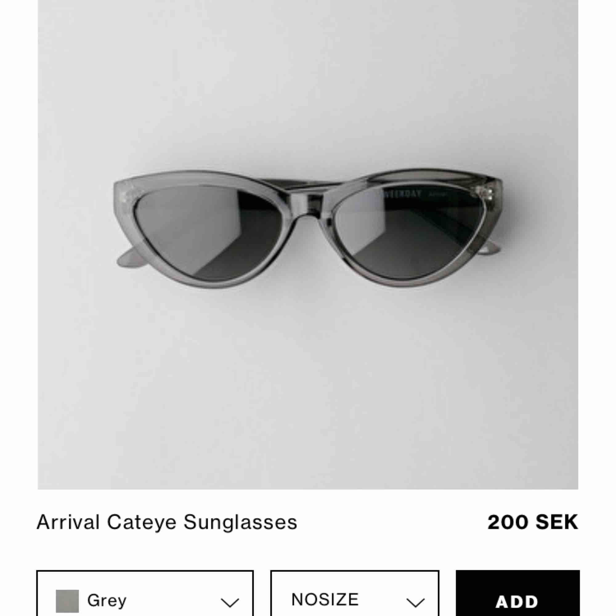 """Solglasögon från weekday i modellen """"arrival cateye""""  Solglasögonen är gråa men syns inte tydligt på bild.. Accessoarer."""