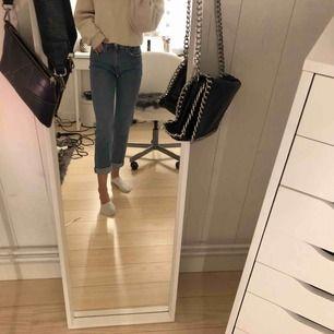 Err par jätte bekväma mom jeans från zara i storlek 34. Passar perfekt har bara inte använt dom tillräckligt.