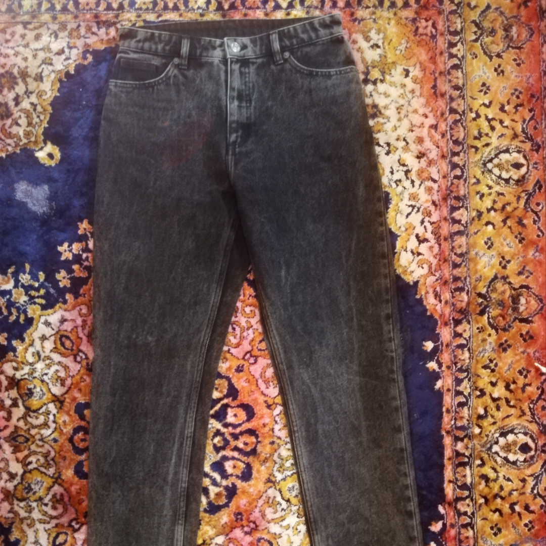 Black jeans Monki (Kimono high relaxed) in great condition. Size 28.  Max 3x used!! New price was 400:- . Jeans & Byxor.