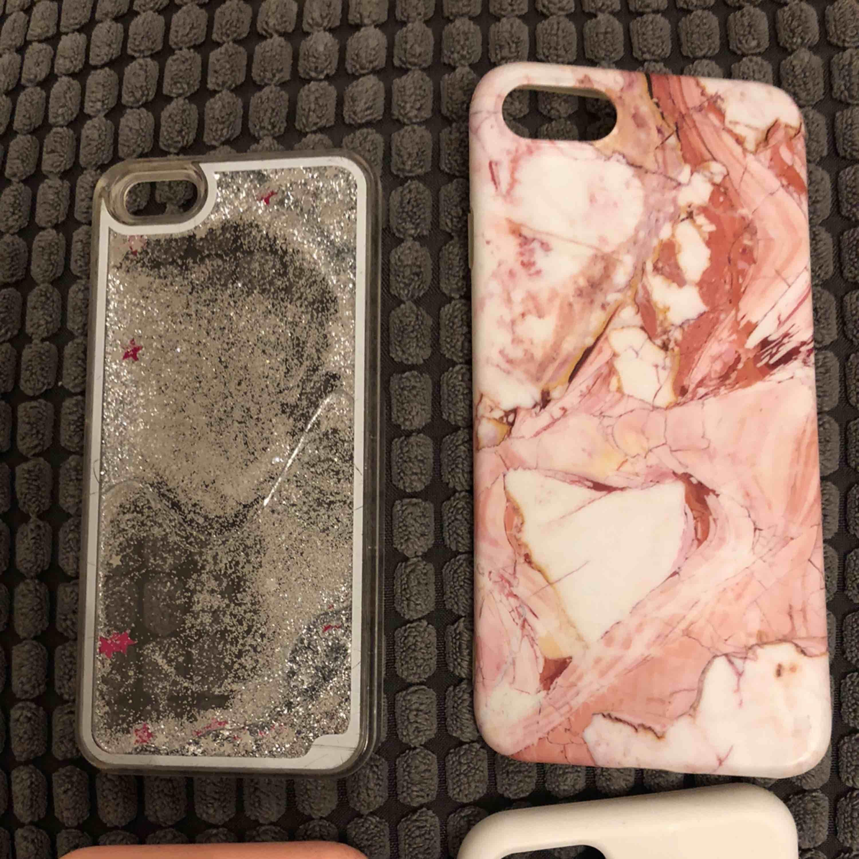 """Iphone skal till 5,6, 7 & 8 😊 2 apple skal, ett marmor och 1 """"vattnigt"""" Inte använda förutom det vattniga skalet. Övrigt."""