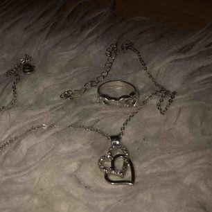 En ring och ett halsband för 20 kronor! Frakt 9 kronor🥰
