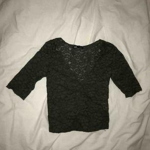 En jättesöt blus från Zara som aldrig är använd🥰 Köparen står för frakt🥰
