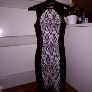 Riktigt skön klänning från hm, storlek 32, knappt använd! Frakt tillkommer, möts annars i Umeå! 😇