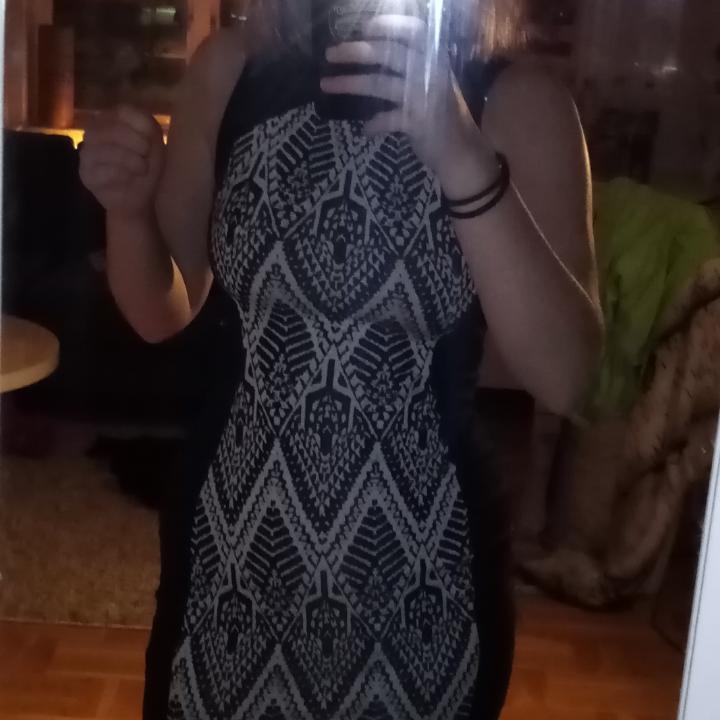 Riktigt skön klänning från hm, storlek 32, knappt använd! Frakt tillkommer, möts annars i Umeå! 😇. Klänningar.