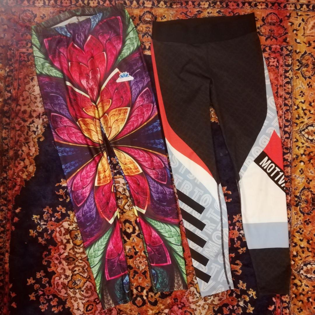 Leggins : left ones size L (feels more like M), waist 66cm. right ones from H&M in size M, running retro leggins.. Jeans & Byxor.