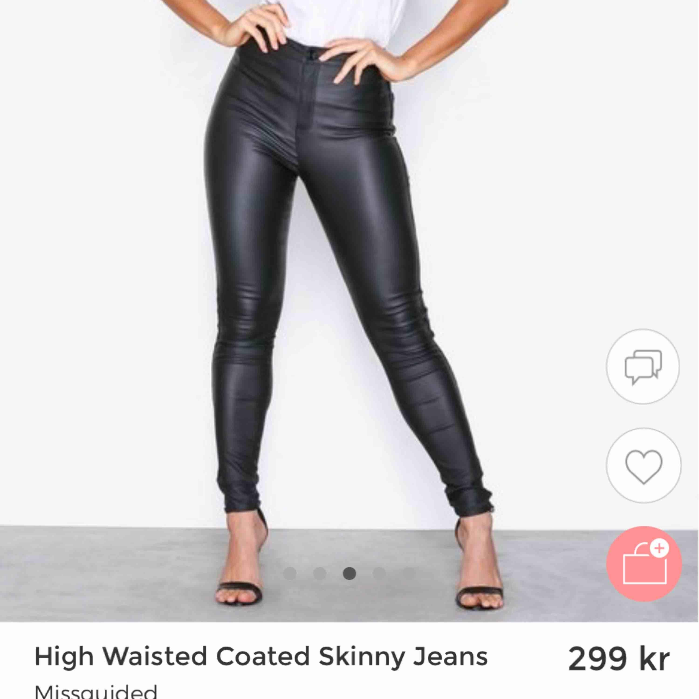 Skinnbyxor från nelly, jätte fint skick, använda ett fåtal gånger. Strl S. Nypris 300kr, mitt pris 100kr Pris kan diskuteras. Köpare står för frakt eller så möts jag upp i Stockholm.. Jeans & Byxor.