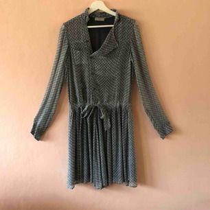 Vacker klänning från Hunkydory. Använd endast 2ggr