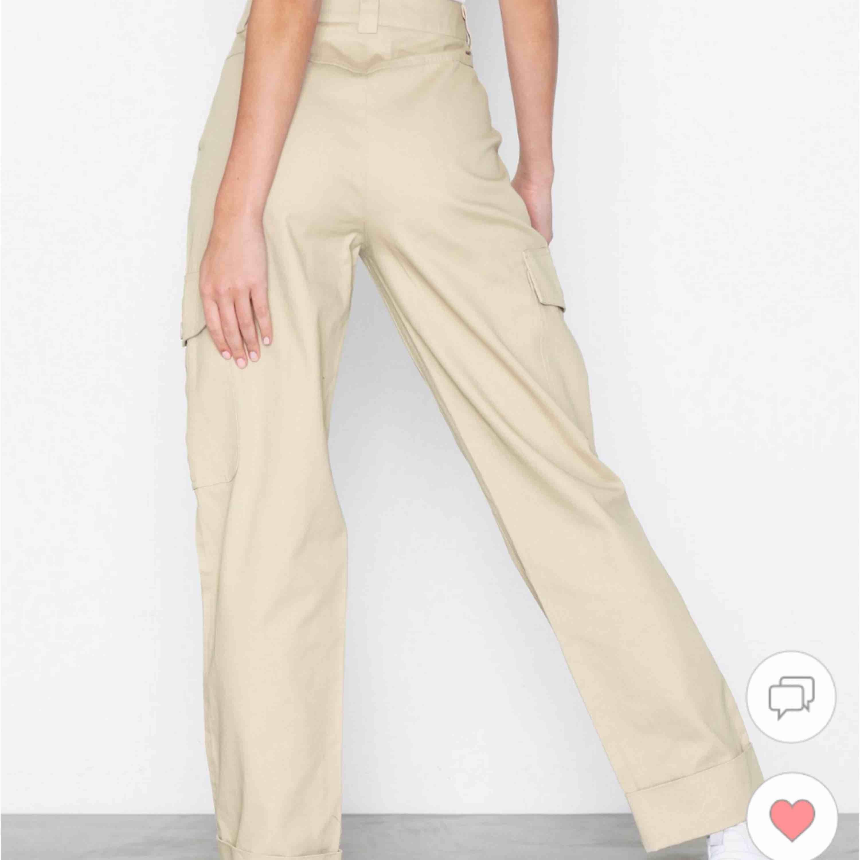 Nellys populära cargo-pants! Storlek 34 men passar 36-38! Nypris 550kr!. Jeans & Byxor.