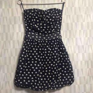 Fin klänning från Blanco som passar korta tjejer.  Finns i Hornstull ❤️