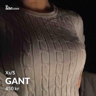 Gant tröja i storlek XS/S  Använd några gånger, är i bra skick!  Nypriset är 2999kr och jag dem för 450kr!! Frakten ingår i priset! 🌸