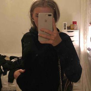 Svart slutsåld hoodie från h&m Inte mycket använd