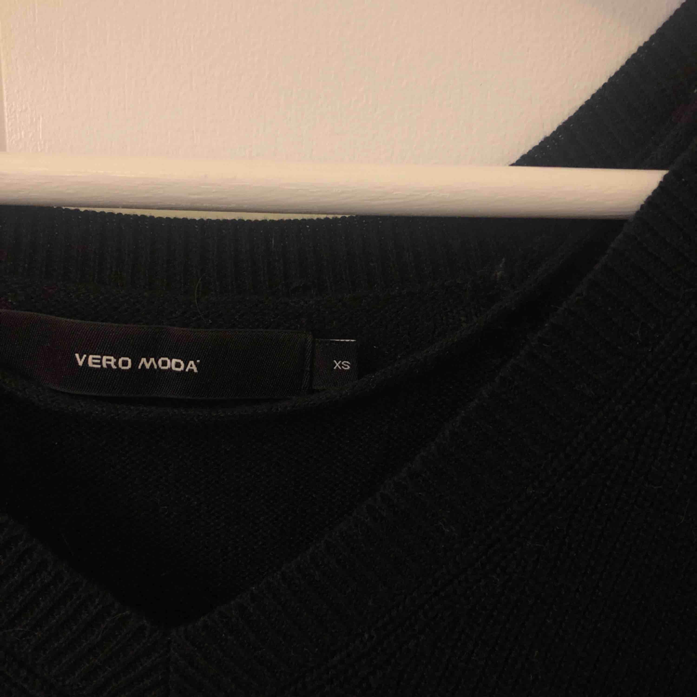 Fin stickad tröja från Vero Moda, bra skick. Frakt står köparen för.. Tröjor & Koftor.