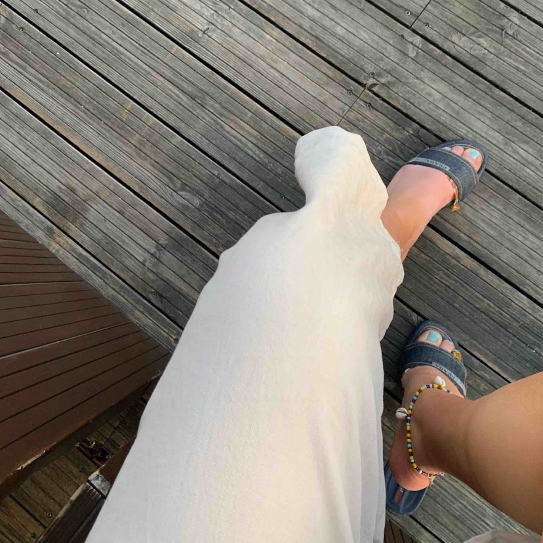 Coola prada sandaler, använda två gånger dock på kullersten därav märkena på klacken :-)))) . Skor.