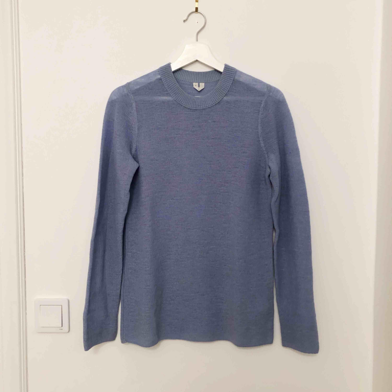 Blå stickad tröja från ARKET, stl S. Använd 2 gånger. Superfint skick!  100% Ull. . Tröjor & Koftor.