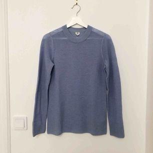 Blå stickad tröja från ARKET, stl S. Använd 2 gånger. Superfint skick!  100% Ull.