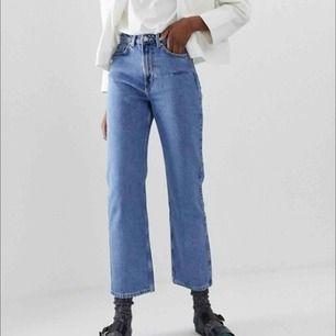 Oanvända jeans från Weekday i modellen row i size 30/30! Frakt står köparen för och kan även mötas upp i Gbg