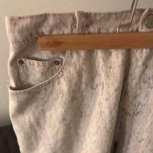 Jätte bygga vita jeans, typ aldrig andvända och säljer pga för stora😥