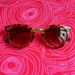 🌤 Solglasögon 🌤 Frakt är inkluderat i priset! Skriv gärna om du har några frågor! 💕